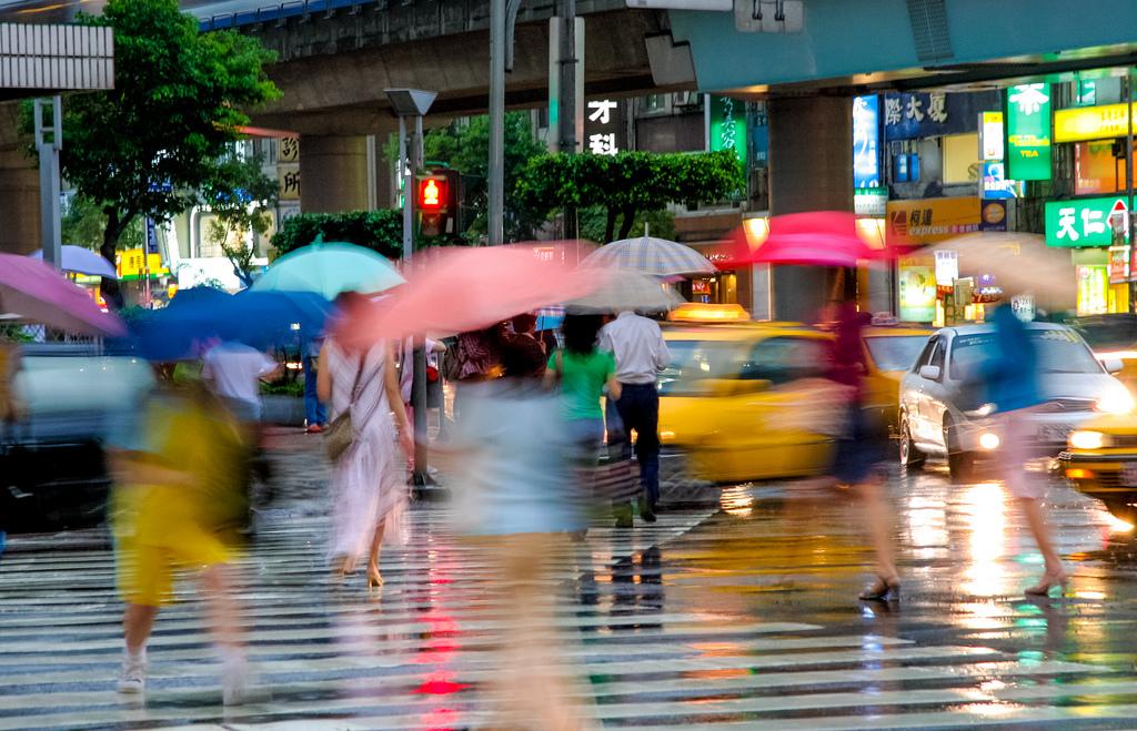 rainydaybkg_umbrellas